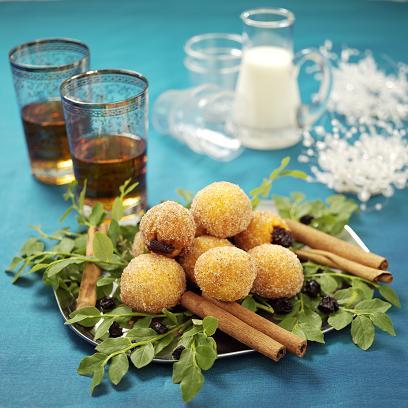 Saffran- och kanelmunkar med russin- och blåbärsfyllning