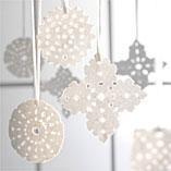 Snöflingor av papper